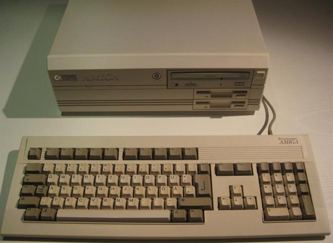Amiga_4000_Retroport_007+$28Gro$C3$9F$29