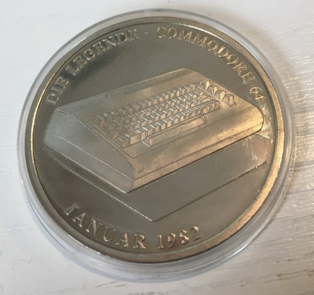 Commodore_64_Gedenkm$C3$BCnze_Retroport_02+$28Large$29