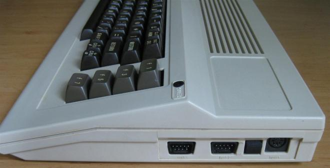 Slimline_C64_Retroport_4+$28Large$29
