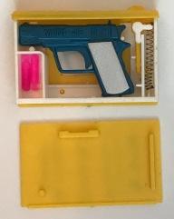 YPS_0138+Das+Pistolen-Buch+mit+Doppelschu$C3$9F_Retroport_4