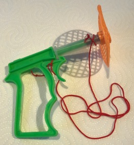YPS_0302+Die+Fliegen-Schreck-Pistole+2+-+Retroport