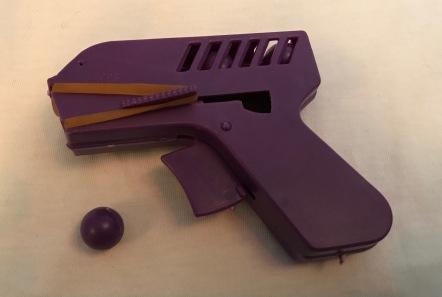 YPS_0327+Die+Monster-Abwehr-Pistole+-+Retroport