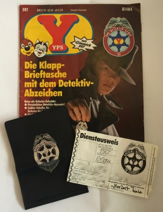 YPS_0597+Die+Klapp-Brieftasche+mit+dem+Detektiv-Abzeichen+-+Retroport